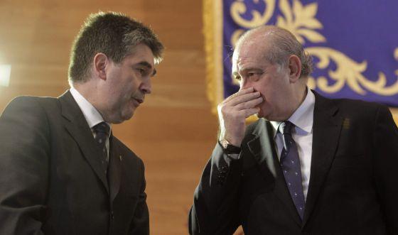 Jorge Fernández e Ignacio Cosidó, en un acto de la policía.