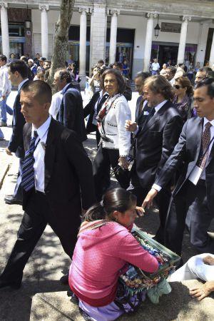 La Reina, durante un recorrido por la capital guatemalteca.