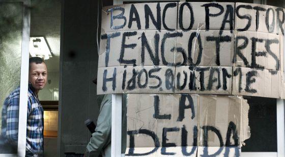 Stali, de 35 años, en proceso de desahucio de su piso de Barcelona.