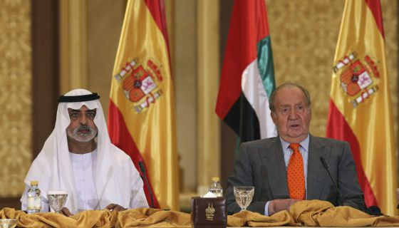 King Juan Carlos sits next to Crown Prince Mohammed bin Zayed bin Sultan Al Nahyan of United Arab Emirates.