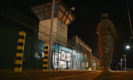 Entrada al Campo VI de la base de Guantánamo, el pasado junio.