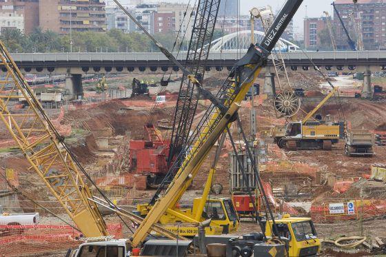 Obras en la zona de Sagrera para la construccion de la linea del AVE direccion Girona frontera Francesa