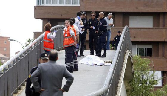 Police and paramedics next to Carrasco's body in León.