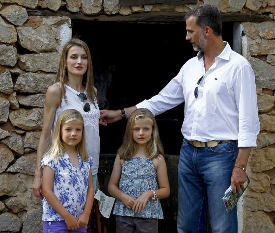 Prince Felipe and Princess Letizia with their daughters Leonor and Sofía in Palma in 2013.