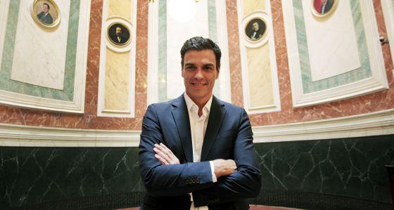 """Pedro Sánchez (fotografiado en el Congreso) practica la doctrina del Cholo Simeone: """"Partido a partido""""."""