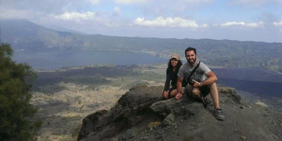 Rafael Martínez y Maria Pallol, en una fotografía tomada durante su viaje por Indonesia.