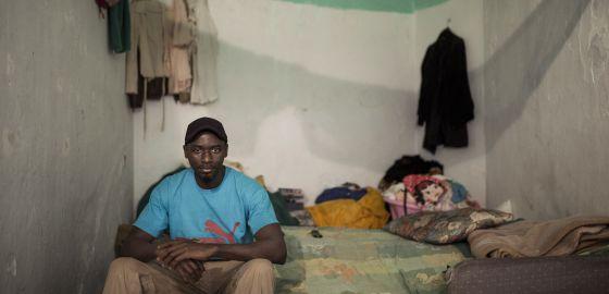 John Mendy, fotografiado el pasado domingo en su habitación de Tánger.