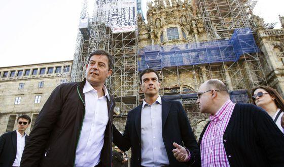 Pedro Sánchez, a la derecha, con líder de los socialistas gallegos, José Ramón Gómez Besteiro.