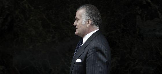 Luis Bárcenas, extesorero del PP, sale de la Audiencia Nacional en marzo de 2013.