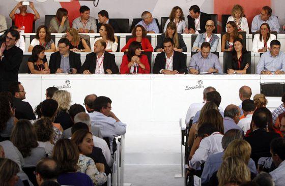 Primer Comité Fedral del PSOE con Pedro Sánchez como secretario general.