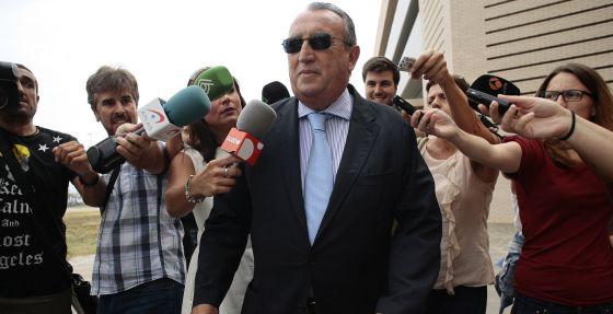 Carlos Fabra tras comparecer en la Audiencia provincial de Castellón.