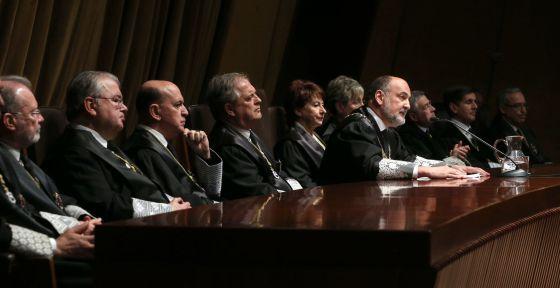 El presidente del Tribunal Constitucional, junto a varios magistrados, en un acto del pasado mes de marzo.