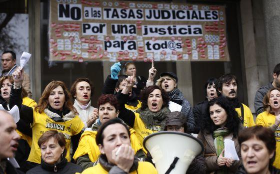 Protesta contra las tasas en los juzgados de plaza de Castilla (Madrid) en 2012.