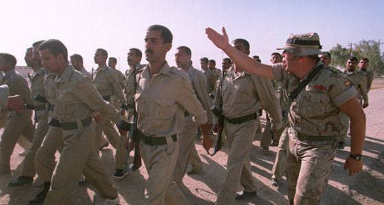 Soldados españoles entrenan al recién constituido Ejército irakí en octubre de 2003.