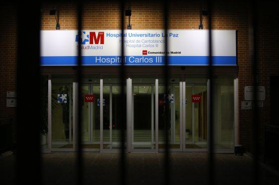 Fachada del hospital Carlos III de Madrid, centro de referencia para tratar el ébola.