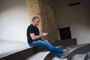 Javier Moragrega, hotelero en Beceite, pasa días sin conexión.
