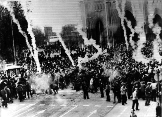 Protestas en el primer aniversario de la matanza de Vitoria.
