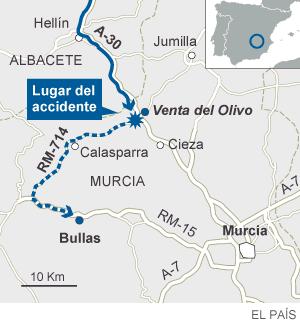 Catorce muertos al caer un autobús por un terraplén en Murcia