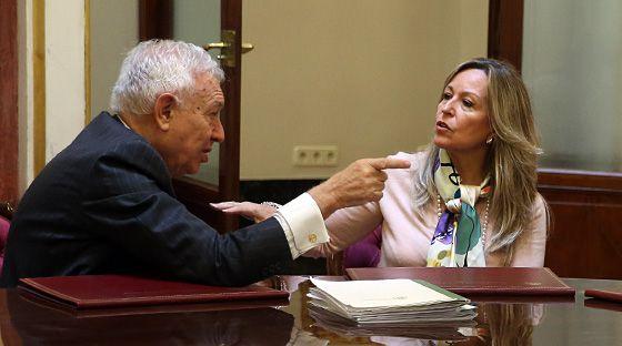 Margallo y Trinidad Jiménez durante su reunión en el Congreso.