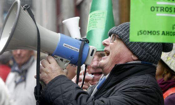 Protestas en la Audiencia Nacional por la crisis de Bankia.