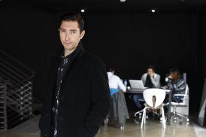 El periodista Toni Garrido, en la delegación de Maker Studios en Madrid.