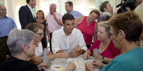 Visita de Pedro Sánchez a un centro de mayores.