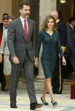 Los Reyes a su entrada al acto de entrega de los Premios Nacionales del Deporte 2013, celebrado hoy en el Palacio de El Pardo en Madrid.