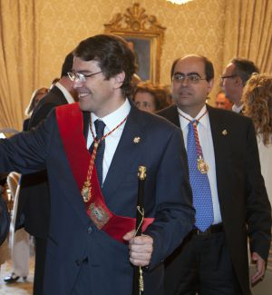 Fernando Rodríguez Alonso, en segundo término, tras el alcalde de Salamanca, Alfonso Fernández Mañueco, en 2011.