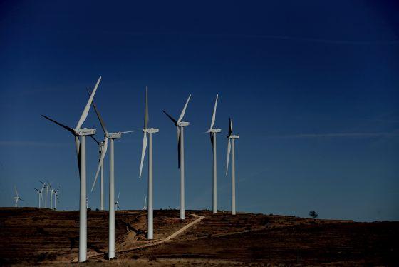 Molinos de viento en la Foia de Castalla (Alicante).
