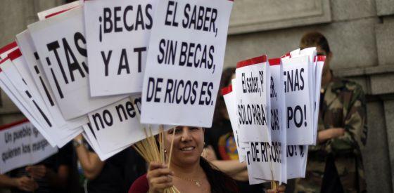 Protesta de estudiantes frente al Ministerio de Educación contra el sistema de becas, el pasado abril.