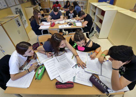 Alumnos de un instituto valenciano, el pasado mayo.