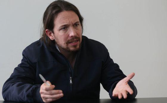 El secretario general de Podemos, Pablo Iglesias, este sábado durante la entrevista en Sevilla.