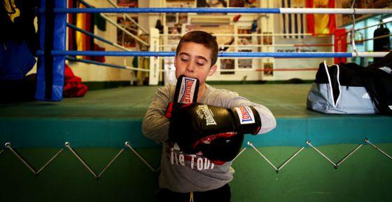 Izan Pérez, campeón de la categoría de benjamines del primer campeonato nacional de boxeo sin contacto para niños.