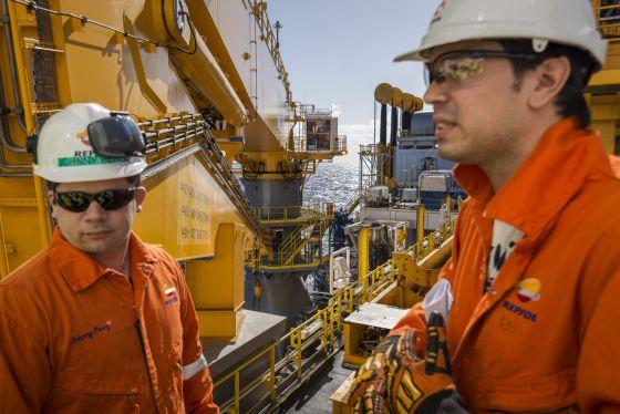 """Trabajos de perforación del buque """"Rowan Renaissance"""", contratado por Repsol para las tareas de prospección"""