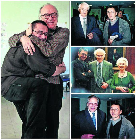 Juan Carlos Monedero tiene numerosas imágenes en su web. A la izquierda, se abraza a Boaventuira Sousa. De arriba abajo, con Jürgen Habermas; con Albert Hirschmann, y con el profesor Claus Offe.
