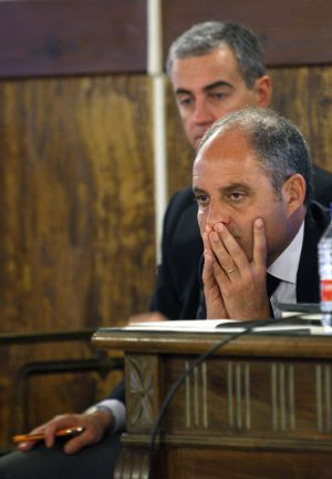 Francisco Camps y Ricardo Costa, al fondo, en su juicio.
