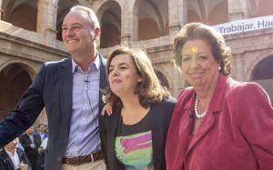 La vicepresidenta junto a Fabra y Barberá en Valencia.