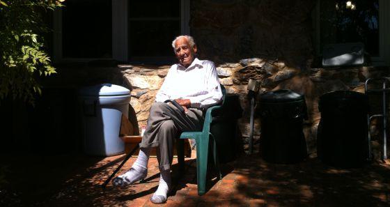 Delmer Berg, en su casa en Columbia, California, en abril de 2015.