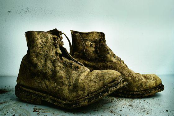 Botas de un fusilado del franquismo recuperadas de una fosa común en 2010.