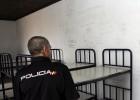 Absueltos los policías acusados de abusos sexuales en el CIE de Málaga
