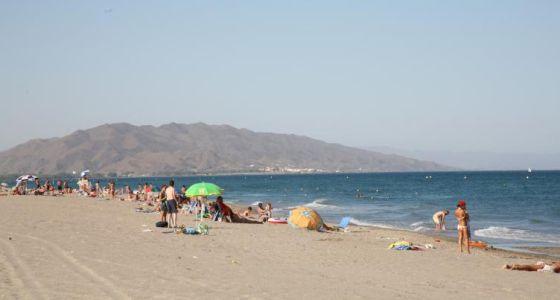Bañistas en la playa El Playazo de Vera - Almería