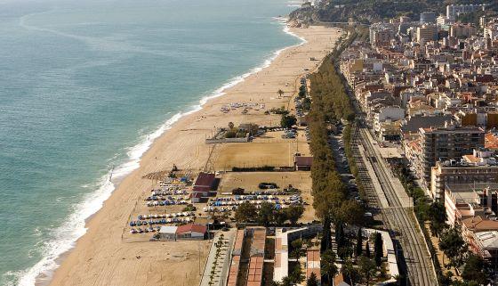 Un grado más, una playa menos