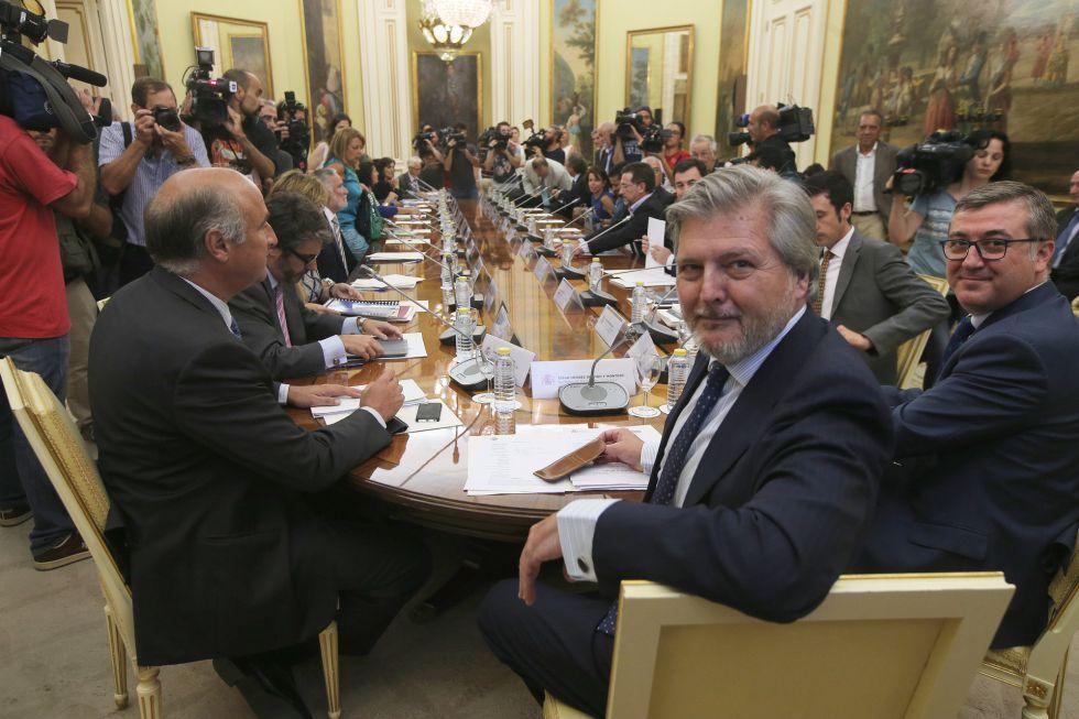 La pérdida de poder autonómico fuerza al PP a suspender las reválidas