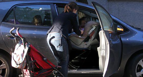 Asiento delantero del coche terreno vedado para los ni os for Asientos ninos coche