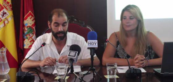 El alcalde de Puerto Real, Antonio Romero, y la entonces concejal, Mónica González, en 2015