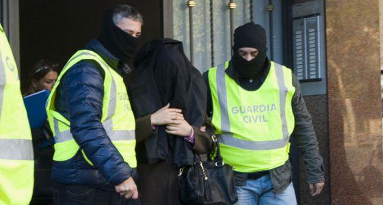 La Guardia Civil en Cornellá de Llobregat (Barcelona), el pasado miércoles.
