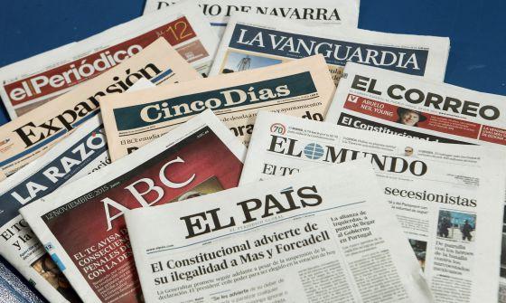 Ejemplares de diarios españoles en sus ediciones de este jueves.