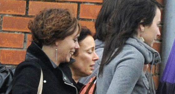 Inés del Río (centro) abandona la cárcel en 2013 por la 'doctrina Parot'.