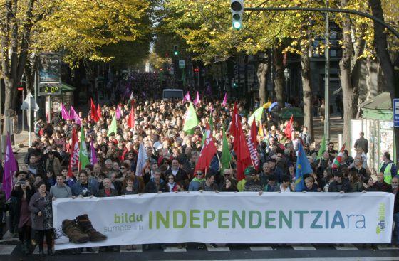 Manifestación de EH BILDU en las calles de Bilbao, ayer, en contra de la Constitución.