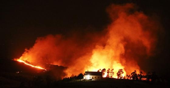 Incendio declarado en el monte Igueldo, en San Sebastián